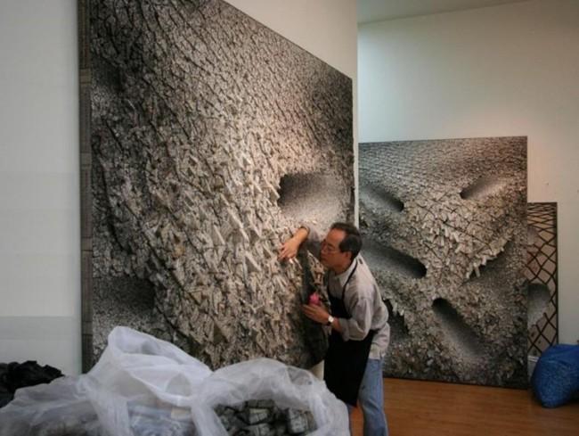 Article_Photo_ChunKwangYoung_ArtAndOnly_WorkingInHisStudio